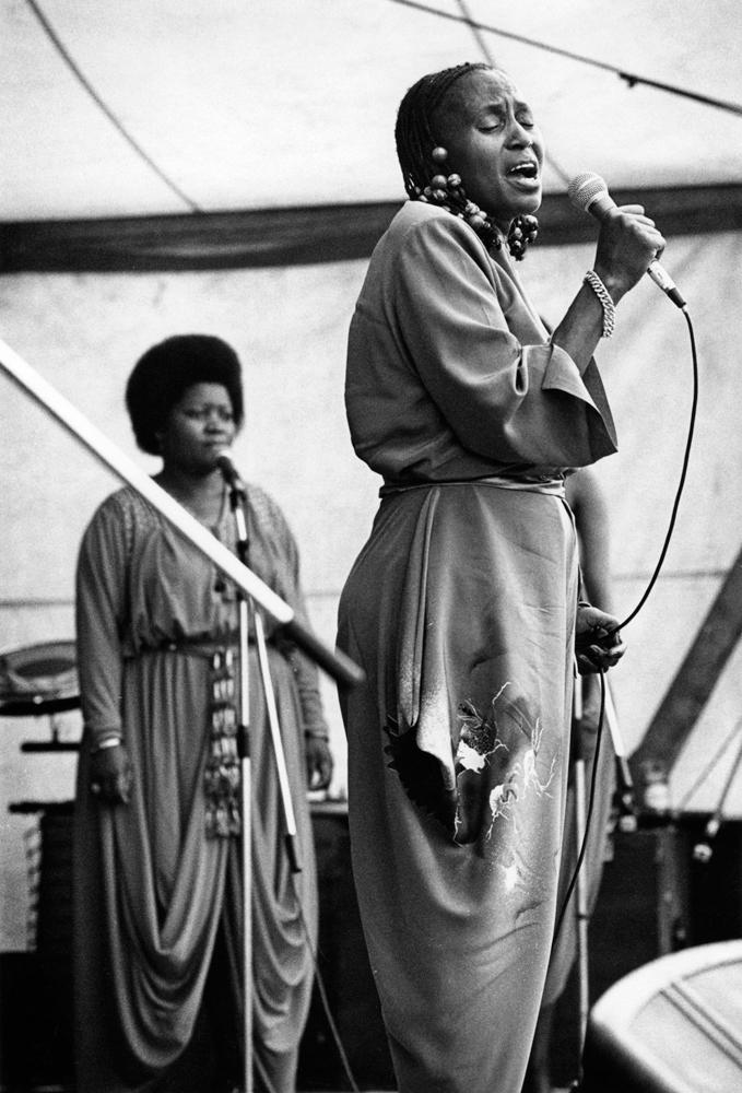 Bochum, 11. September 1982 Harry Belafonte mit Miriam Makeba auf einer der acht Bühnen um das Ruhrstadion