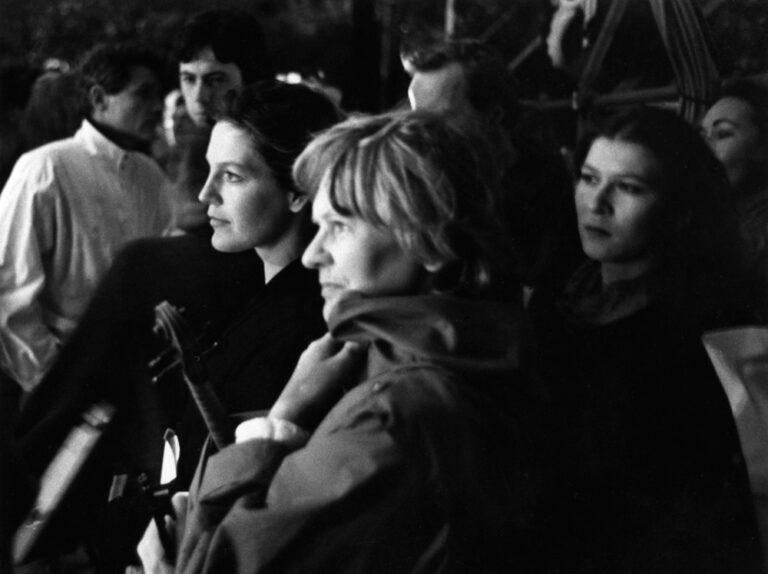 Eva Mattes und Angela Winkler ausf der Seitenbühne