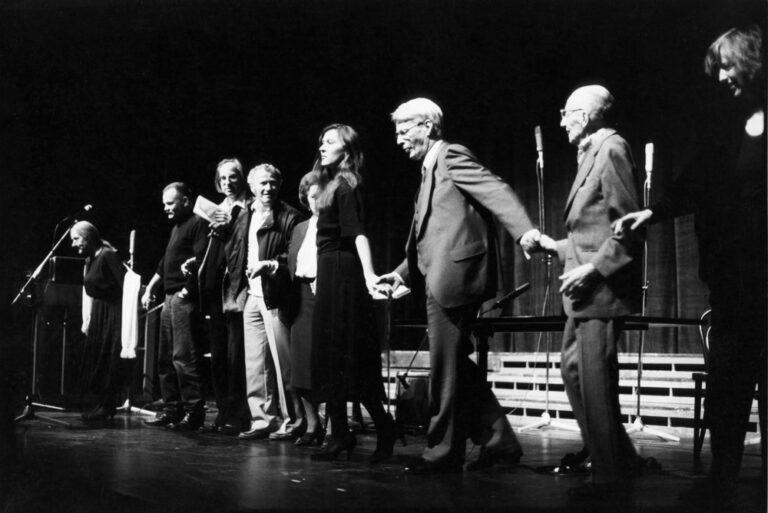 Beim Applaus im Schauspielhaus: Käthe Reichel, Alfred Hrdlicka, Peter Rühmkorf, Max von der Grün, Ida Ehre, Eva Mattes, Stephan Hermlin, Curt Bois, Irmgard Schleier
