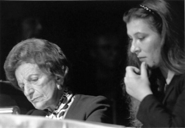 """Eva Mattes, Ida Ehre, Irngard Schleier und Ensemble bei der Matinee """"Liederreise"""", Theatermorgen in den Hamburger Kammerspielen, 27. September 1987"""