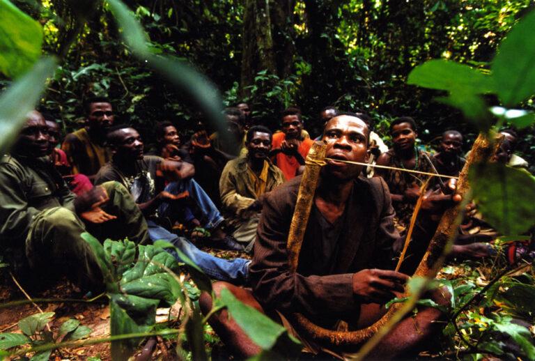 Musiker der Aka Pygmäen aus Zentralafrika, 2001