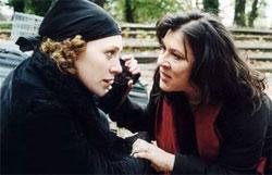 Alexandra Schalaudeck und Eva Mattes in 1000 Tode, 2002