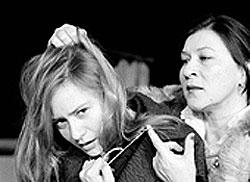 Julia Jentsch und Eva Mattes in Der Bittere Honig (Foto: Roswitha Hecke)